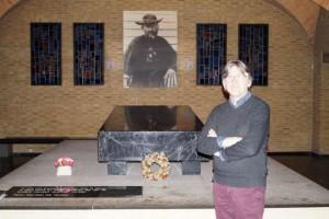 Jan Bosschaert bij het graf van Damiaan - copyright Bart Maessen